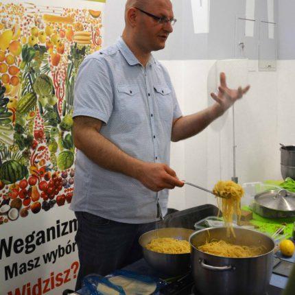 chef-Weganon-tlumaczy-683x1024